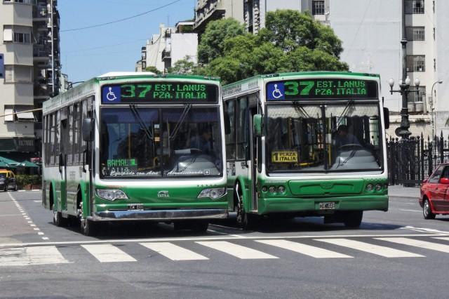 Buenos_Aires_-_Colectivo_37_-_120212_121449